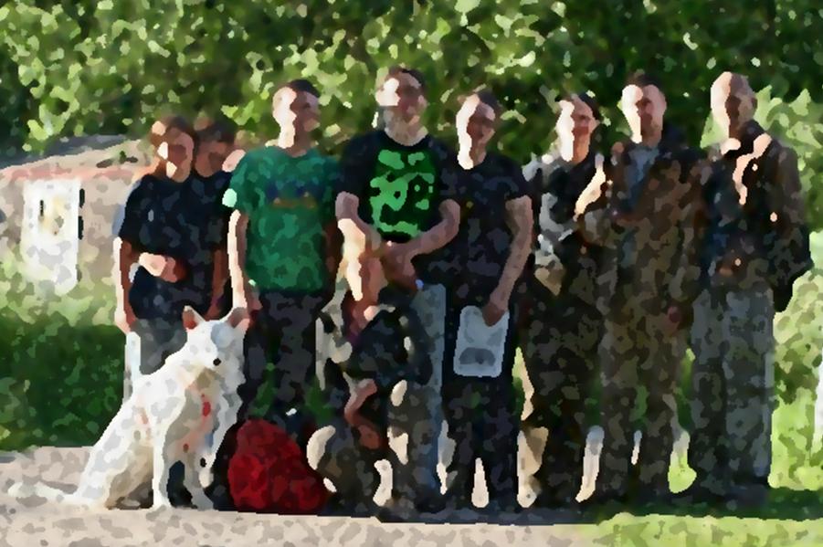 """10 Mann + Hund - welcher Teil von """"kleines Team"""" wohl so schwer zu verstehen war?"""